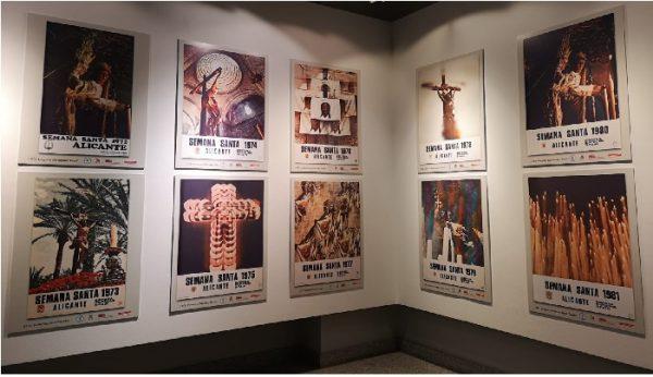 Carteles de Semana Santa en el Centro Municipal de Las Artes